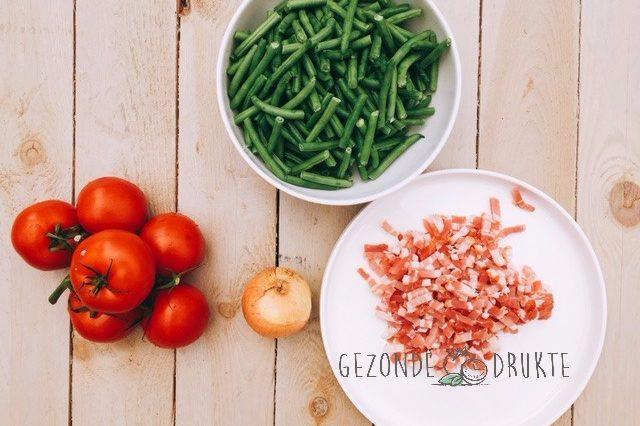 boontjes met spek en tomaten