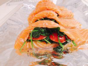 Gevulde zalm met spinazie en tomaat