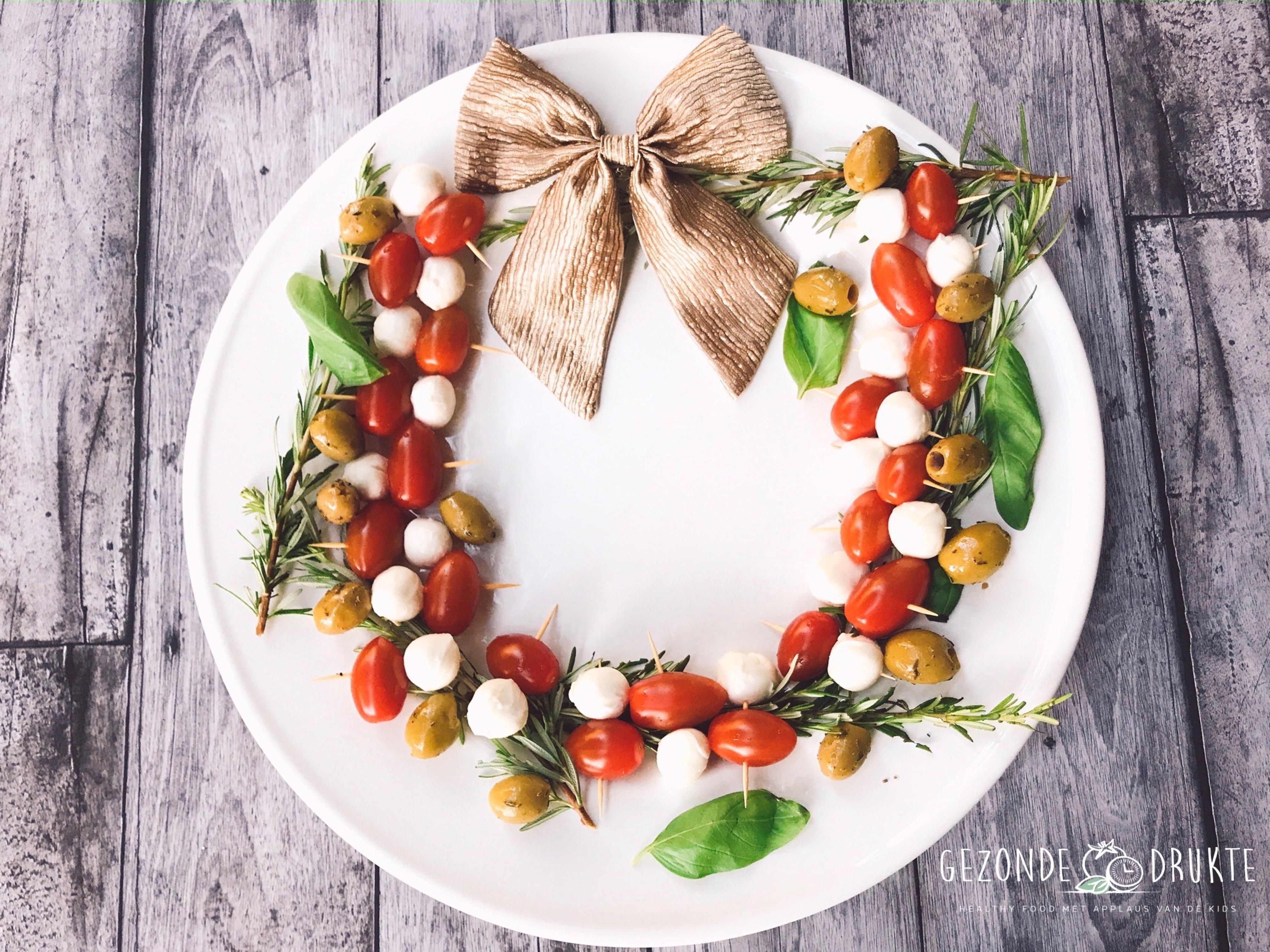 Kerst krans tomaat mozzarella