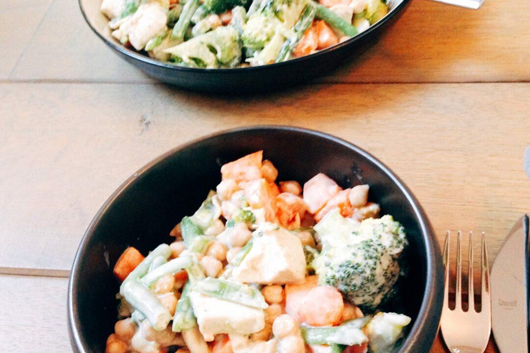 Kipstoofpotje met groenten en kikkererwten Gezonde Drukte