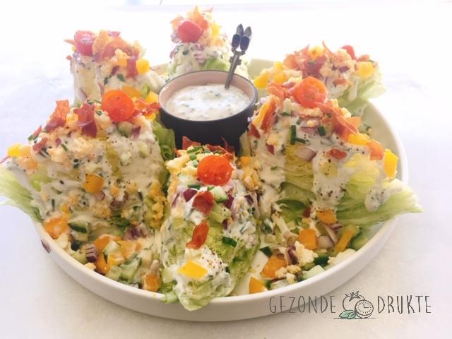wedge salad met romige bieslookdressing gezonde drukte gezond